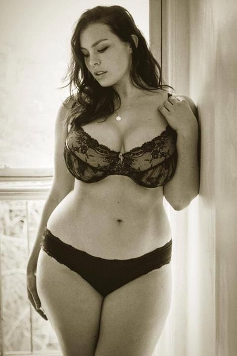 plus size boudoir pose .. Show off your curves .. military boudoir photo idea for your soldier ... send your soldier a picture that'll make him remember what he's fighting for .. sexy comes in all shapes and sizes