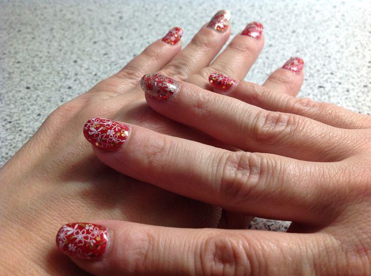 Pink Gellac 178 Ultimate Red / Pink Gellac 174 Diva Gold met Konad Stamping Nail Art