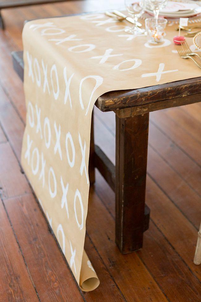 DIY Valentine's Day table runner I Gillian Ellis Photography