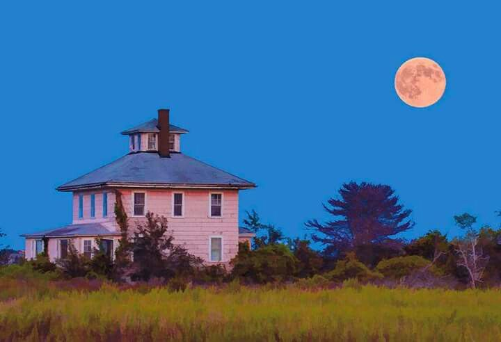 Plum Island pink house (photo by Jim Fenton)