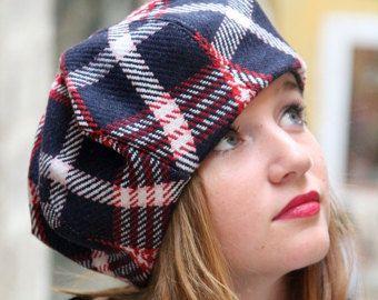 Tartan baret. Marine blauwe stof hoed. Slouchy Franse baret. Dames stof hoed. Unieke hoed. Geblokte stof hoed. Wol tartan hoed. Schotse hoed