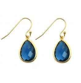 Kleuren: Goud met blauw.Materiaal: Vergulde oorbellen met glas geslepen steen, sterke plating.Afmeting: Maat druppel 15mm. Deze oorbellen zijn subtiel eenvoudig maar toch opvallend.