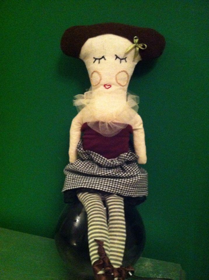 Bambola realizzata con carta modello di burda kids