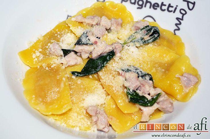 Estos casoncelli alla Bergamasca son un plato de pasta típica italiana muy sencillo de preparar y delicioso, ideal para disfrutar en cualquier momento. Lee la receta en nuestra web, con fotos del paso a paso: http://elrincondeafi.es/pastas/casoncelli-alla-bergamasca