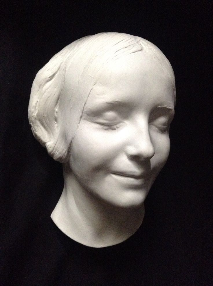 l 39 inconnue de la seine pulled from the seine in the 1880s this beautiful young woman was never. Black Bedroom Furniture Sets. Home Design Ideas