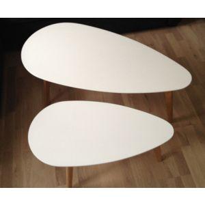 Moderne og minimalistisk salongbord fra kolleksjon Sweden. Sett med 2 bord i tre og bordben i lys eik. $2,650.00