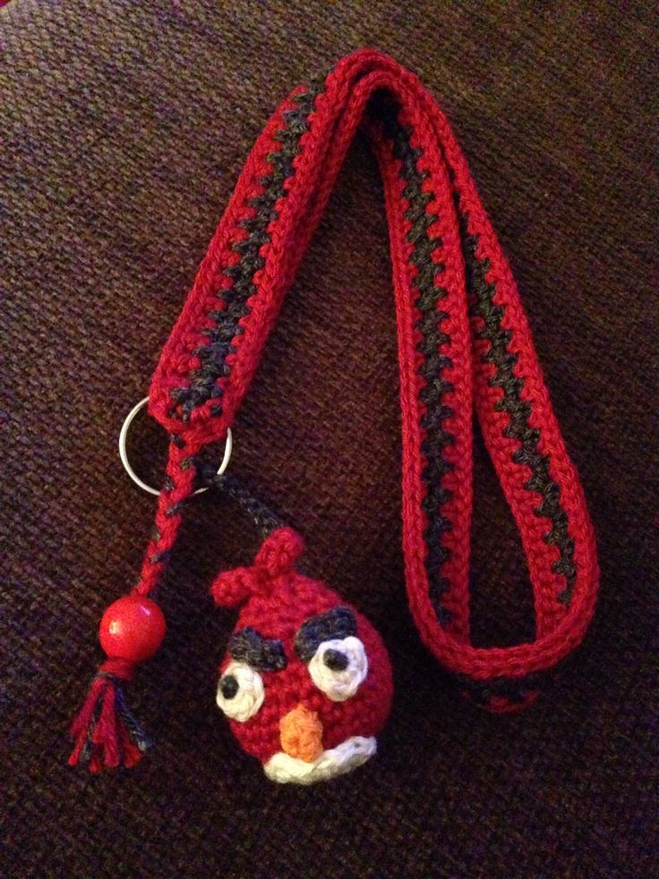Virkat nyckelband med Angry bird. Crochet keychain with Angry bird.