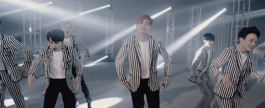 i love this dance as well and this song and them blah but tbh i can just see chan's giant smile and it makes life so much better aw aw aw ~