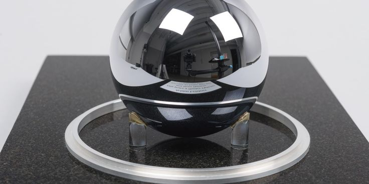 One kilogram silicon sphere made at CSIRO for the Avogadro Project 2017, Museum of Applied Arts & Sciences, accessed 3 April 2017, <https://ma.as/539785>