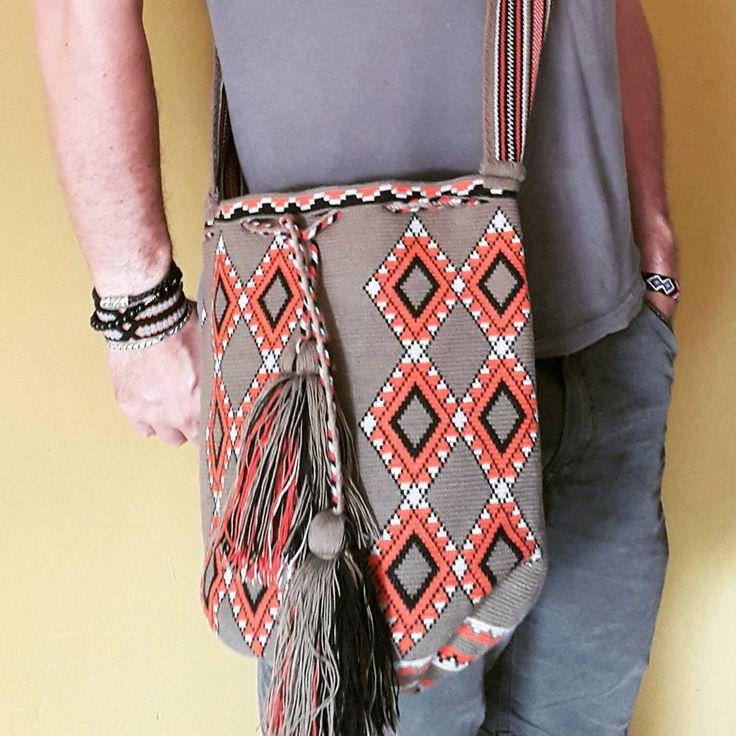 18 отметок «Нравится», 1 комментариев — Arelis Pana Epieyu (@arelispanaepieyu) в Instagram: «#wayuu #mochilawayuu #mochila #bags #m»
