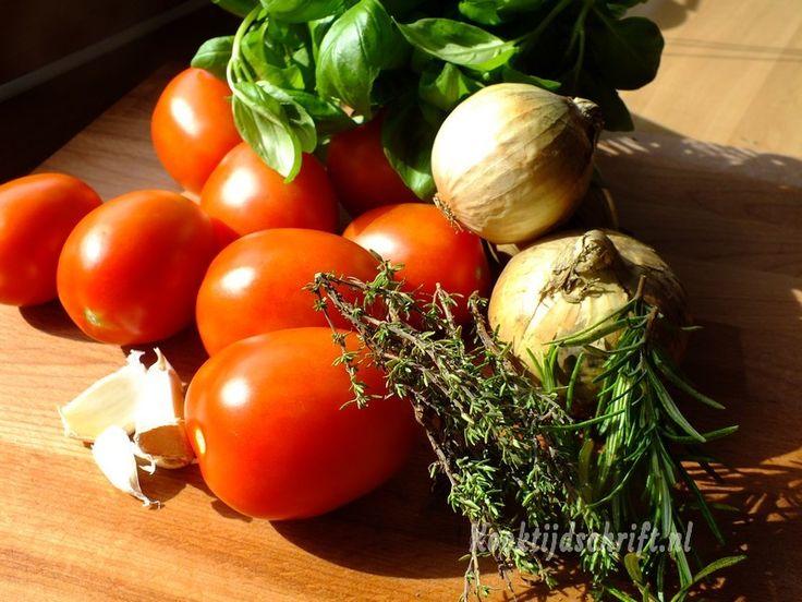Tomatensoep, lekker vers met roma tomaten uit de oven - Recepten | Kooktijdschrift.nl