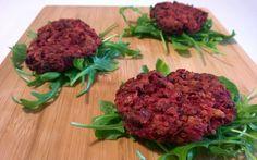 Deze gezonde groenteburger is een prima vervanger van de vleesburger. Daarnaast zijn ze ook nog eens onweerstaanbaar lekker.  Recept: http://www.airfryerweb.nl/recepten/bieten-kikkererwtenburgers/