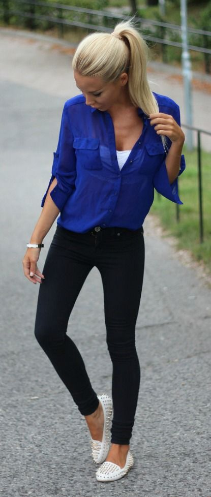 I love the look of a blouse over skinny jeans! It's a great silhouette. She made this so casual with a pony and loafers. Love it.