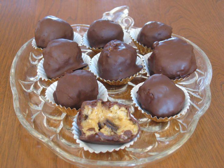 Faire fondre les pépites de chocolat au bain-marie et garder chaud et lisse pendant toute la manipulation des boules...