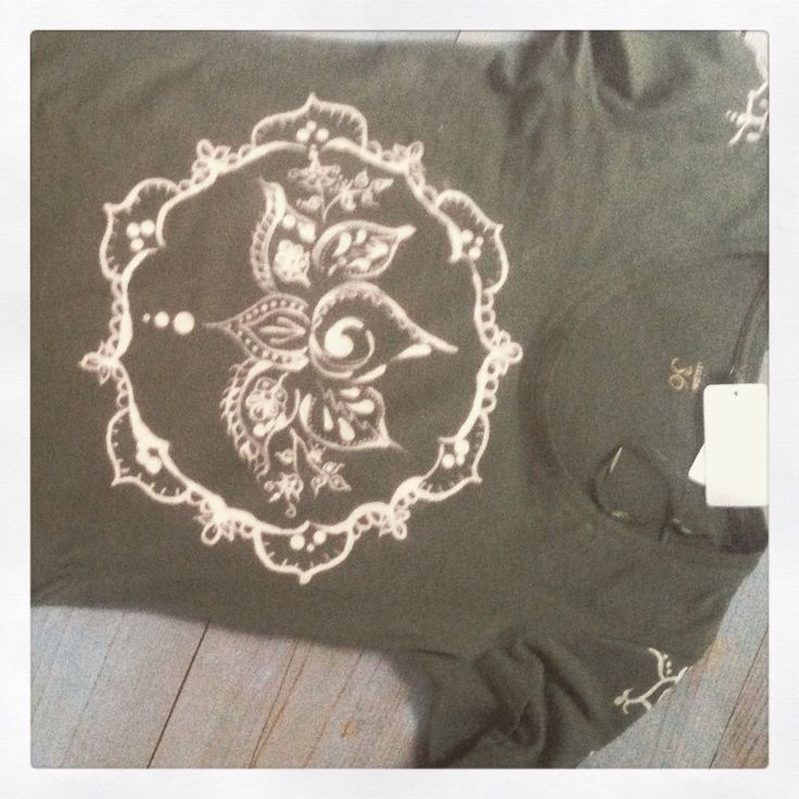 Jurkje, beschilderd met bleek. lotus , Bleach, DIY