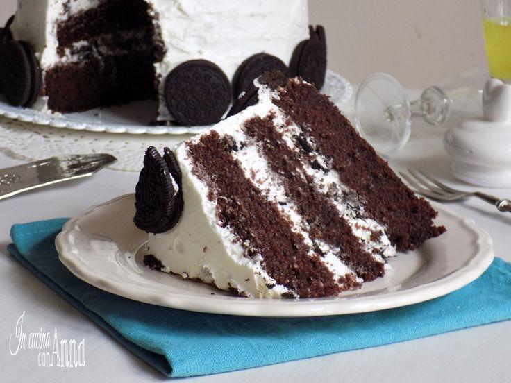 La torta oreo è un dolce Americano molto,alto,scenografico,cioccolatoso,buono e goloso preparato con i biscotti oreo.