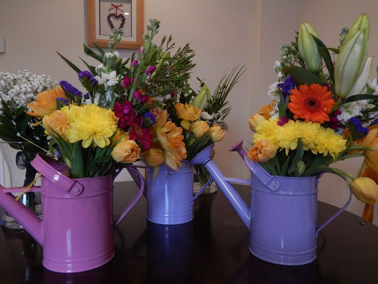 Young Spring wedding-Centrepieces to be given as gifts at the end of the evening-fabulous!