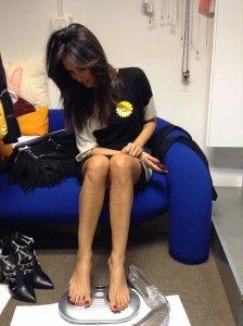 Caterina Balivo, conduttrice della trasmissione Detto Fatto, in onda il pomeriggio su Rai 2, sembra abbia sempre più difficoltà nel trovare scarpe della sua misura. Nel 1999, a 19 anni, iniziò la sua carriera nel mondo dello spettacolo con la partecipazione al concorso di bellezza di Miss Italia, dove, approdando alla finale di Salsomaggiore, si […]