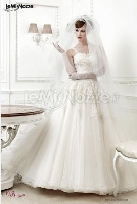 http://www.lemienozze.it/gallerie/foto-abiti-da-sposa/img11381.html Abito da sposa corto con velo