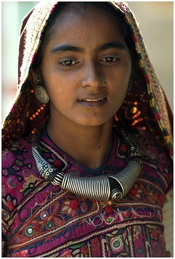 India | A girl from Rann of Kutch (salt marsh in the western tip of Gujarat State) | ©Monique van Gaal