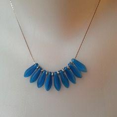 Collier ras de cou composé de perles de verre