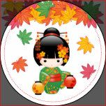 Ilustração do vetor de uma menina oriental bonito em um vestido verde do quimono com a faixa larga da bruxaria africana e as duas lanternas de papel. O cabelo preto da menina é decorado com flores e gancho de cabelo do estilo da gueixa. Estes trabalhos de arte foram inspirados por bonecas de madeira tradicionais do kokeshi de Japão e influenciados pelo estilo da arte de Chibi Kawaii do japonês. As grandes folhas da cor da queda fazem um fundo simples.