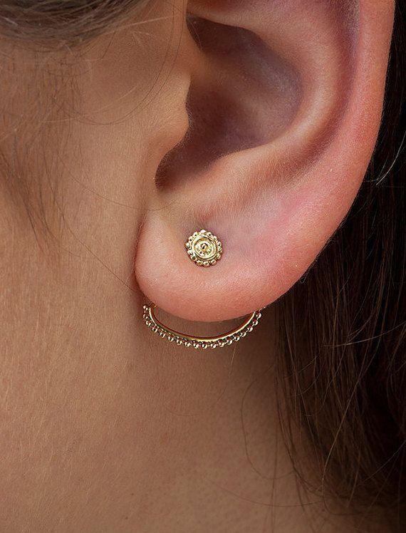 Oor jassen oorbellen - massief 14K yellow gold voorkant terug oorbellen instellen in een tribal stijl.   Beschikbaar met siliconen of massief 14 karaats vergulde rug (+ 18USD).   Omvang van de steekproeven oorbellen: ❖ Draadmaat: 20g (0,8 mm) ❖ Stud diameter: 5mm (13/64 inch) ❖ Jas: afstand van stud tot jas - 0,9 mm Breedte - 1.8cm (rechtgetrokken - 2,5 cm) Bars - elke 8,5 mm  Deze oorbellen kunnen komen met een ontwerp van studs die u in onze winkel zien! Gewoon uw keuze van hengsten in...