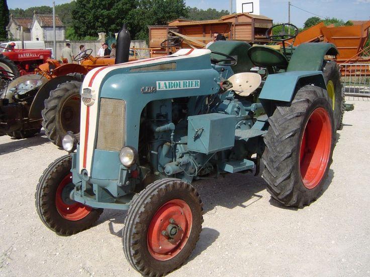 LABOURIER : des camions et des tracteurs