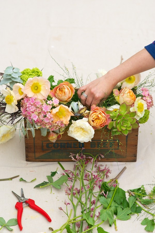 How to arrange flowers - nakedbouquet.com / Kiana Underwood