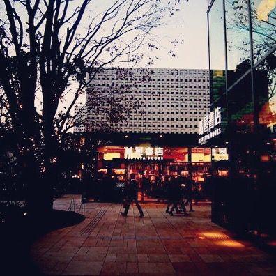 도쿄 롯폰기에 있는 츠타야 서점. 한국 아이돌이 새벽에 들르기도 한다는 곳. 새벽 4시까지 문여는 곳이래요. (셀렉트IN도쿄)