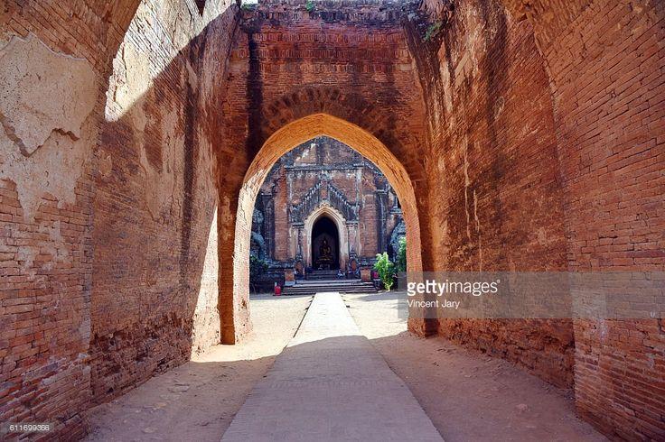 Dhamma Yan Gyi entry temple, Bagan, unesco ruins, Myanmar. Asia. #getty #photographe #photo #image  #images #temple #bouddhisme  #religion #stupa #photographie #ancien#histoire #unesco #khmer #birmanie #terre #cuite #bouddha #entrée