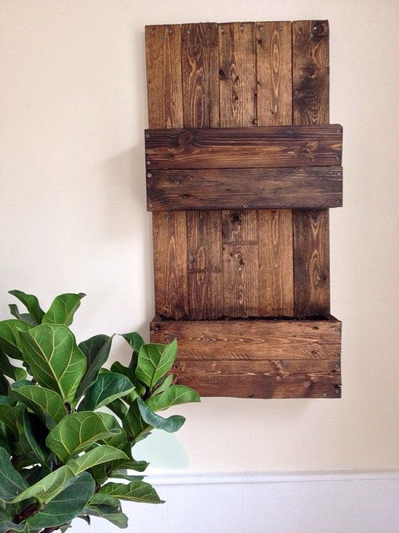 Gorgeous pallet herb garden for the kitchen. https://www.etsy.com/ca/listing/288607515/pallet-wall-herb-garden