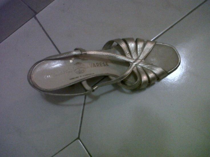 Elegant golden leather sandals