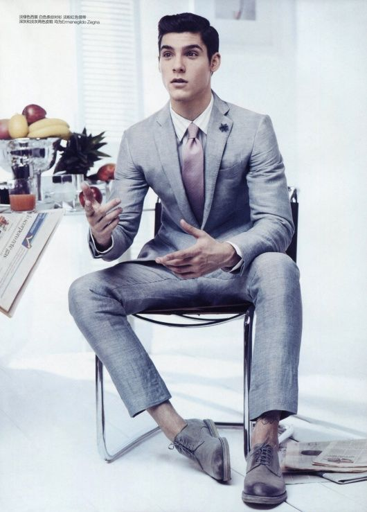 silver-grey fitted suit w/mauve-rose tie
