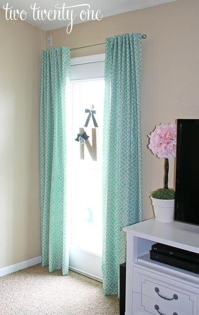 cortinas con cintas por detras.. para que no se vea el barral!!!  muy buenas! (y mas faciles que frunciendo)