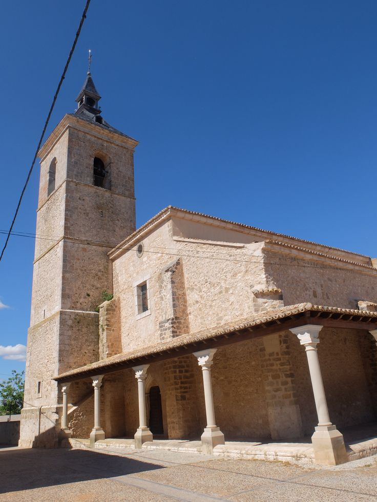 Iglesia. Levantada en el XVI fué totalmente reformada en la etapa barroca