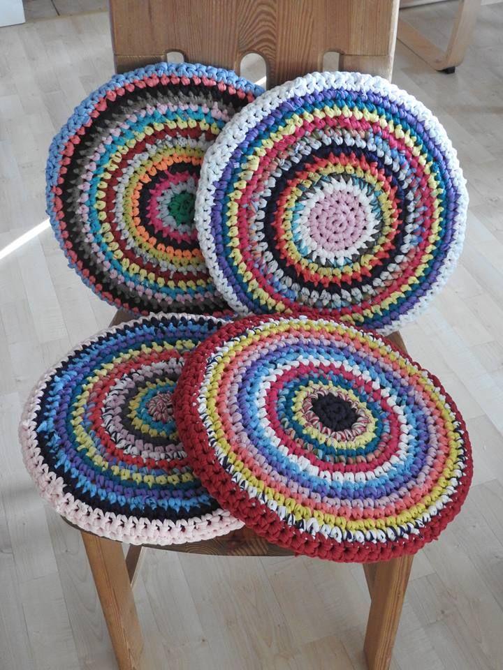 Stuhlkissen aus T-Shirtgarn Chair cushion made from t-shirt yarn