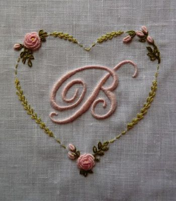 Monogrammed heart and initial B ~ Elisabetta ricami a mano: Corredini nascita e Battesimo