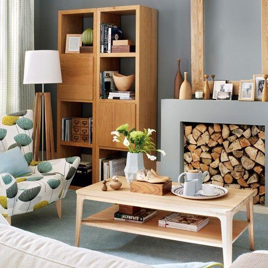 Fifties style living room furniture. The combination of wood and grey walls makes this room feel contemporary / Mobiliario de salón de estilo años cincuenta. La combinación de madera y paredes grises le da un aire contemporáneo a la habitación