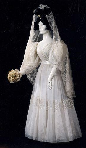 1825 Wedding ensemble. Muslind gown and lace veil. Romantic era.
