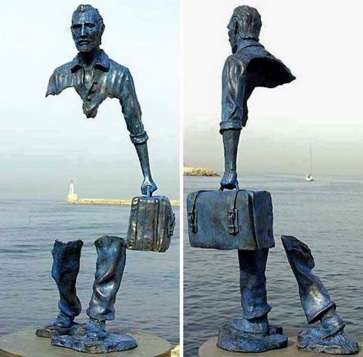 """( World-wide/migration/refugees ) . Statue du sculpteur français Bruno Catalano, le migrant . """" L'histoire est toujours tragique : si on ne s'occupe pas d'elle, elle s'occupera de nous """" ( anonyme ) . """" Dans la plupart des pays d'Europe où ont été entreprises..."""