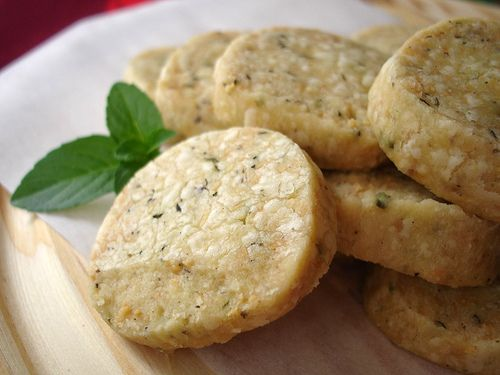 Savory herb, black pepper and parmesan shortbread / Cookies de parmesão, pimenta do reino e ervas by Patricia Scarpin, via Flickr