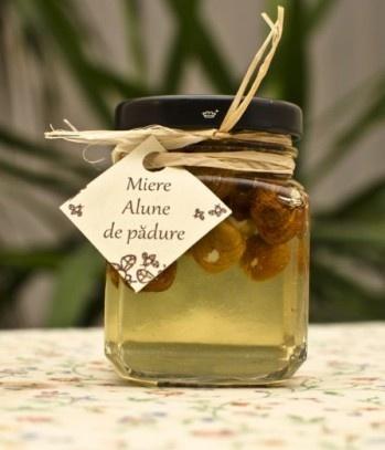 Acacia honey with walnuts