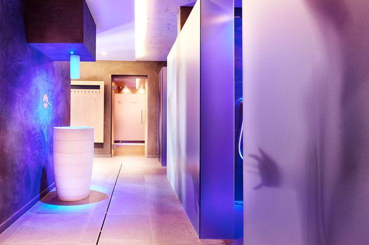 Eisbrunnen und Erlebnisduschen im Wellnessbereich im DolceVita Hotel Feldhof