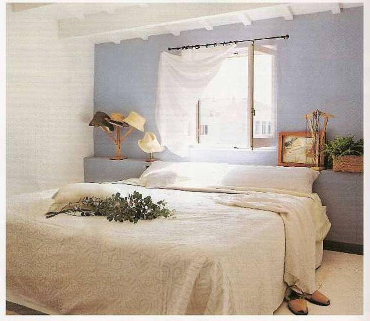 Tiene alguien la ventana como o encima del cabecero de la cama decorar tu casa es facilisimo - Como decorar la pared del cabecero de la cama ...