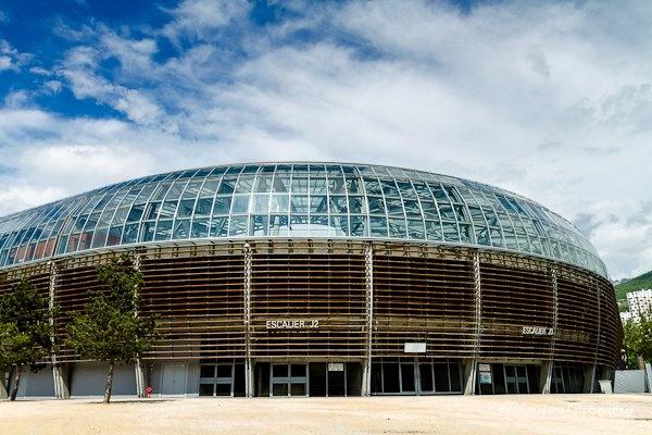 Deux nouvelles photos d'architecture: Le stade des Alpes à Grenoble    http://www.gregrandon.com/?gallery=architecture