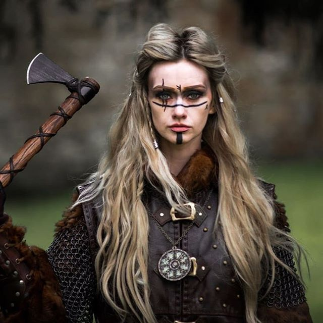 "Halloween 2020 Costumes Warrior Woman Viking Warriors no Instagram: ""Shield maiden 😍 By"
