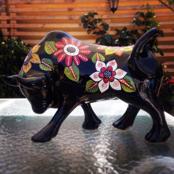 Toro ceramica estilo mexicano. Taller Cristina Leiva Mora