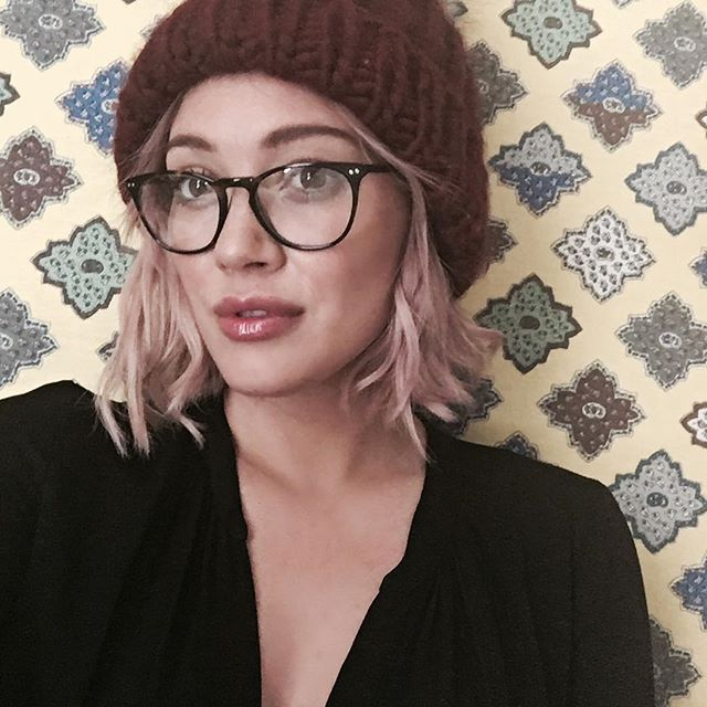 8dbd7e2ca1fb Hilary Duff  39 s cotton candy colored above-the-shoulder bob was