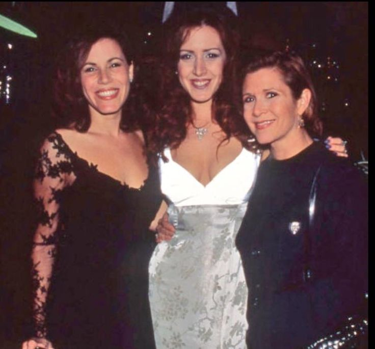 Dec 25 Tricia Leigh Fisher‏ @TriciaLFisher Thank you all for the prayers for my sister. Please keep them coming. Much love @MsJoelyFisher @carrieffisher